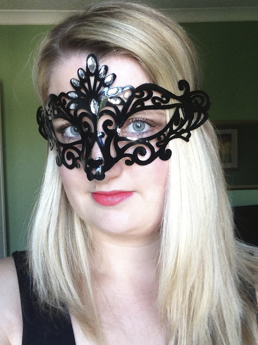 Black masquerade mask