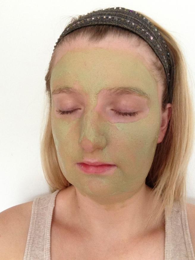 Fresh papaya face mask