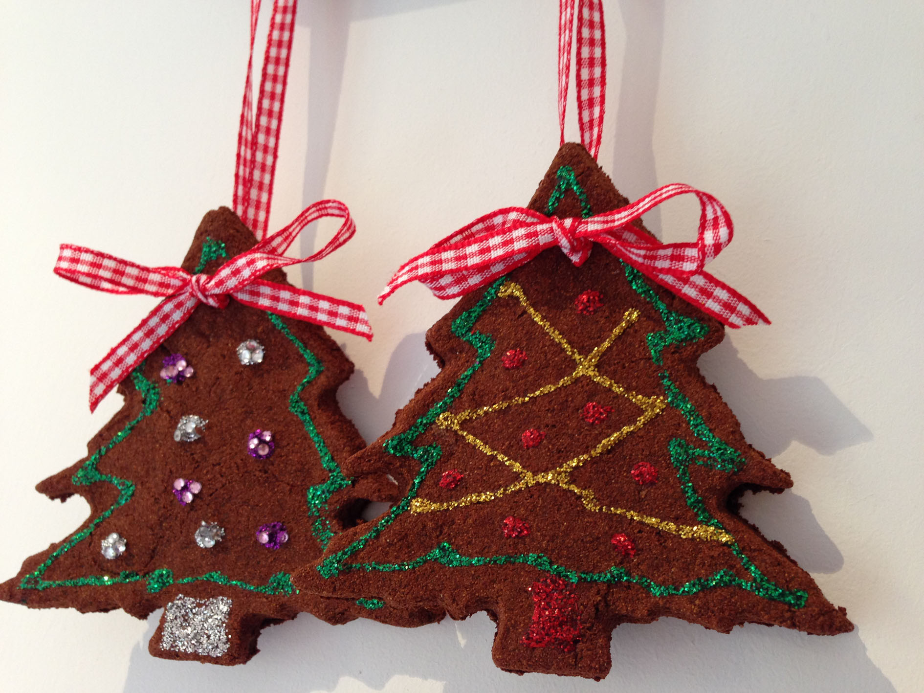 Edible Gingerbread Christmas Tree Decorations : Homemade christmas gingerbread decorations english rose