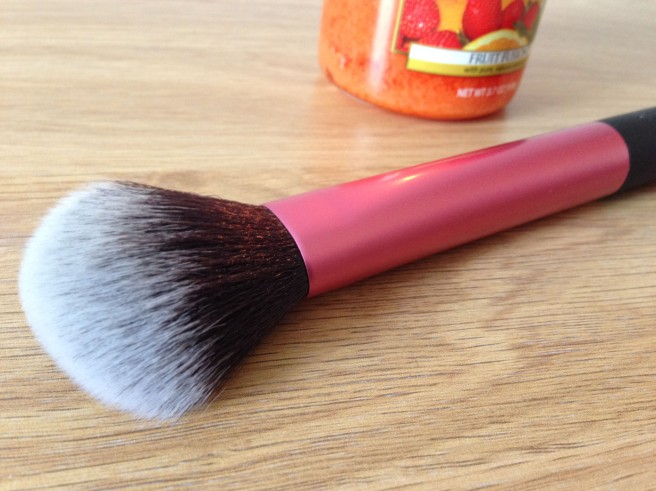 Real Techniques finish brush
