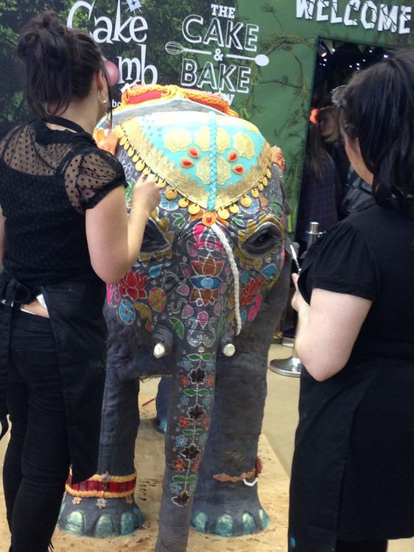 Baby elephant cake sculpture