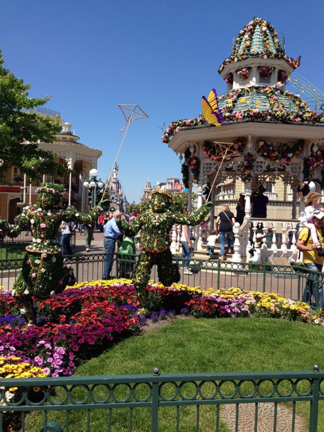 spring topiary disneyland paris
