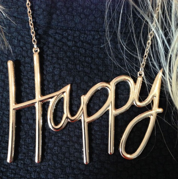 oversize happy necklace