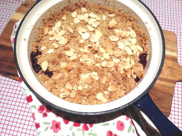 apple blackberry crumble