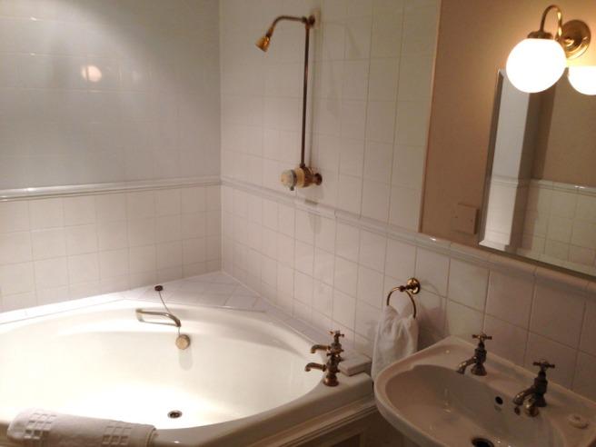 hatton court hotel bathroom