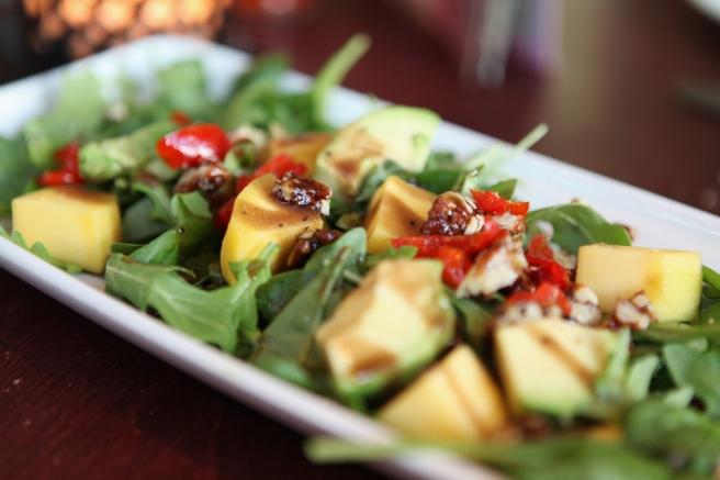 Las Iguanas - Mango pecan salad