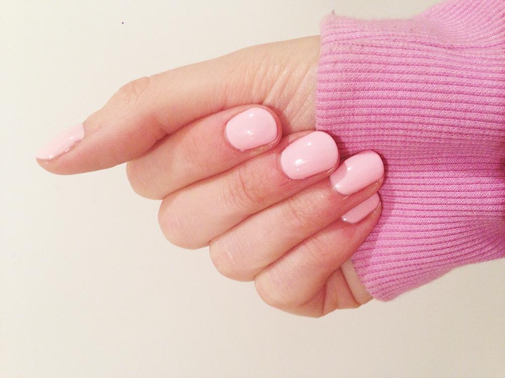 shellac manicure pale pink