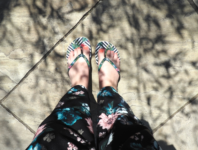 Cabaia tongs flip flops black print