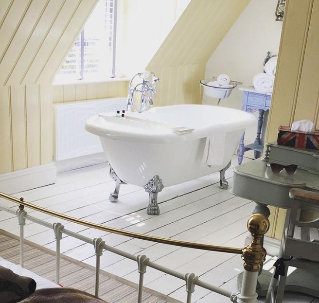 Lulworth Cove Inn bedroom